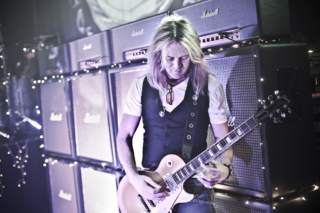 Doug Aldrich behind-the-scenes Whitesnake-1